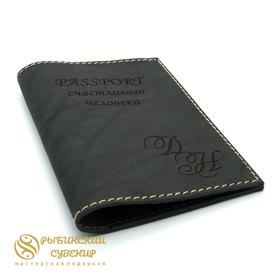 Обложка на паспорт из кожи в подарок с гравировкой черная